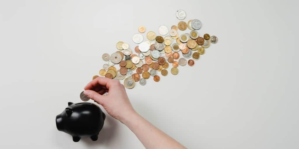Obraz przedstawiający, jak oszczędzać pieniądze.